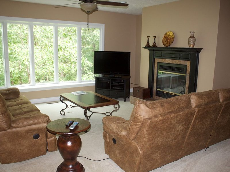 Beautiful newly renovated 2 bedroom condo - Now available for the Winter months!, holiday rental in Salem