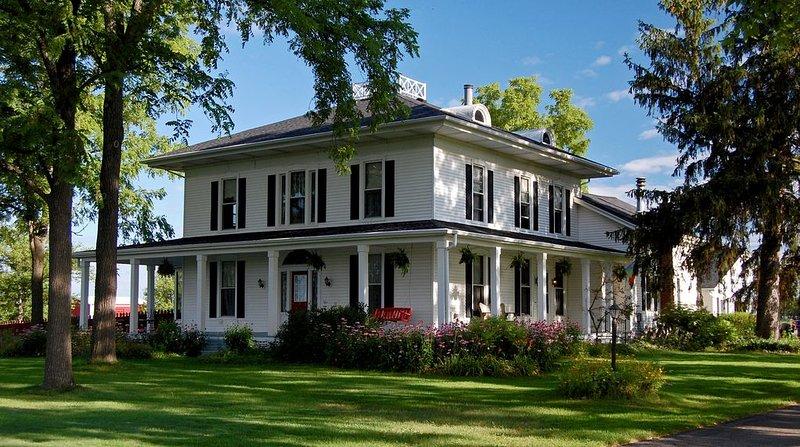 Hermosa casa de campo italiana de 1850 en el entorno campestre! 4500 pies cuadrados. Capacidad 12.