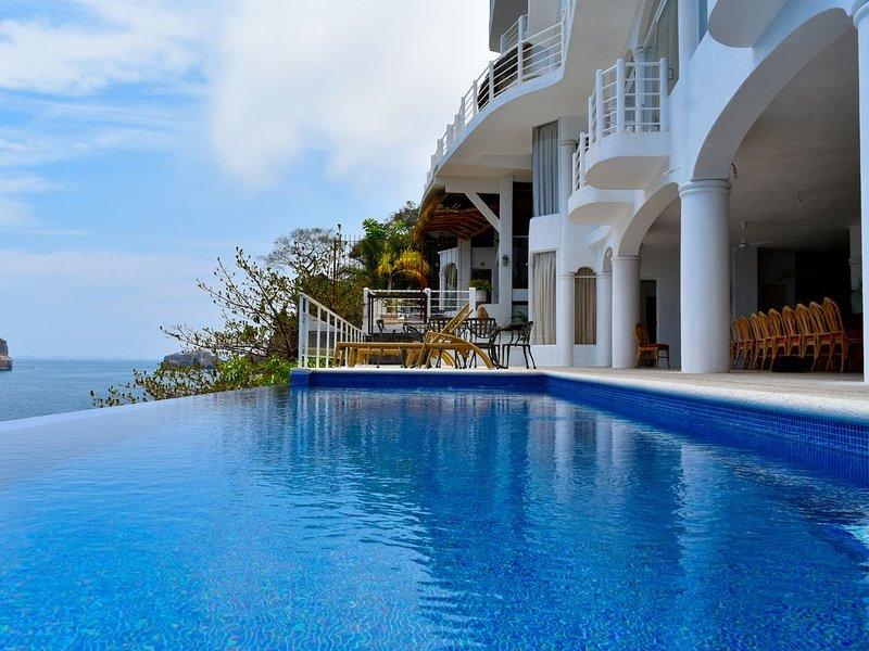 Casa Azul Profundo II- 11 Bedroom Villa, Mismaloya, Puerto Vallarta, holiday rental in Boca de Tomatlan