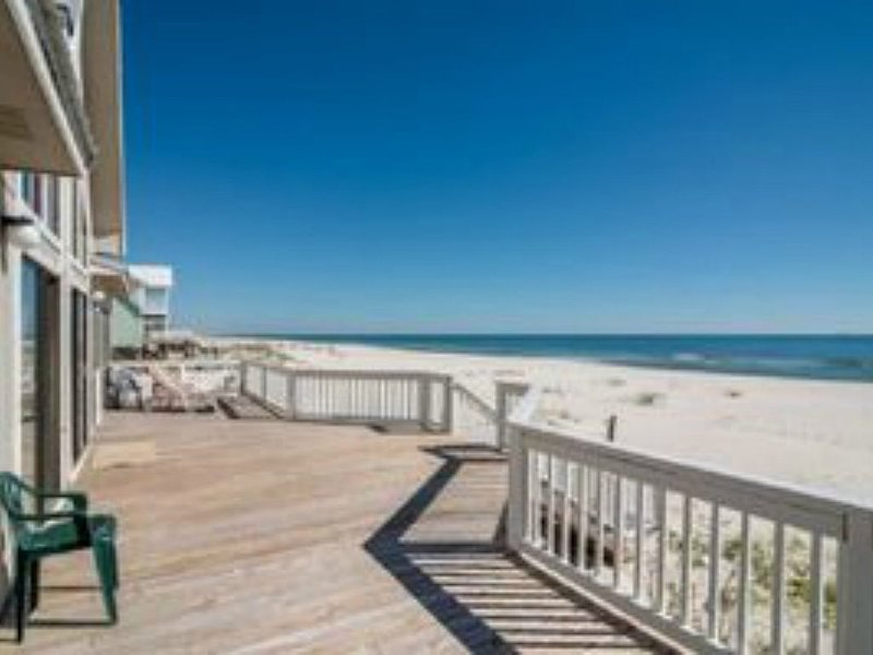 Give the Gift of a Trip to a Beach Front Private Home! 5bdrm/3bath Sleeps 16!, alquiler de vacaciones en Fort Morgan