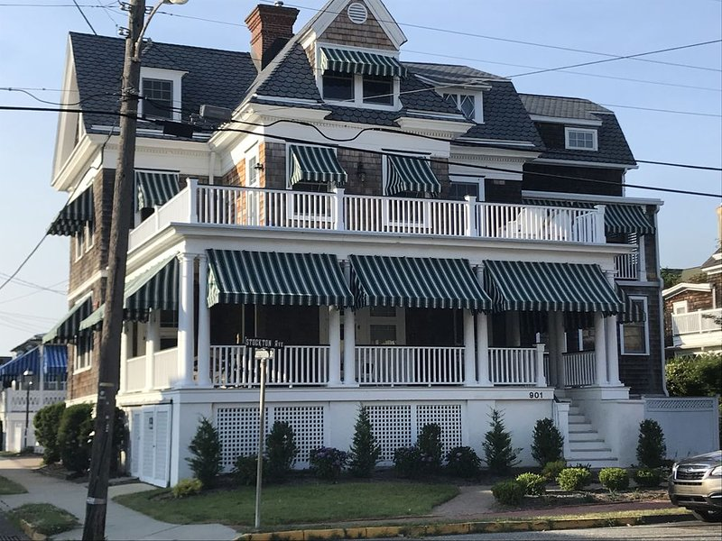 GRANDVIEW -1 Blk to beach/Ocean views from sun deck/multiple room - walk to town, vacation rental in Cape May