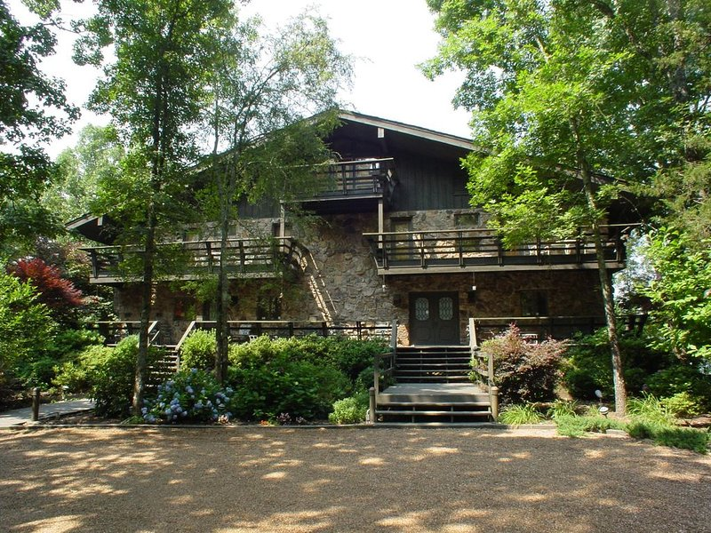 Luxury Business & Family Retreat Lodge on the Lake, casa vacanza a Tumbling Shoals