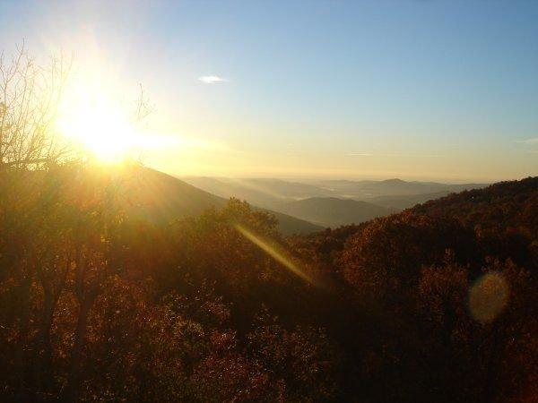 Disfrute de esta hermosa vista del amanecer todo el año desde casi todas las habitaciones de la casa