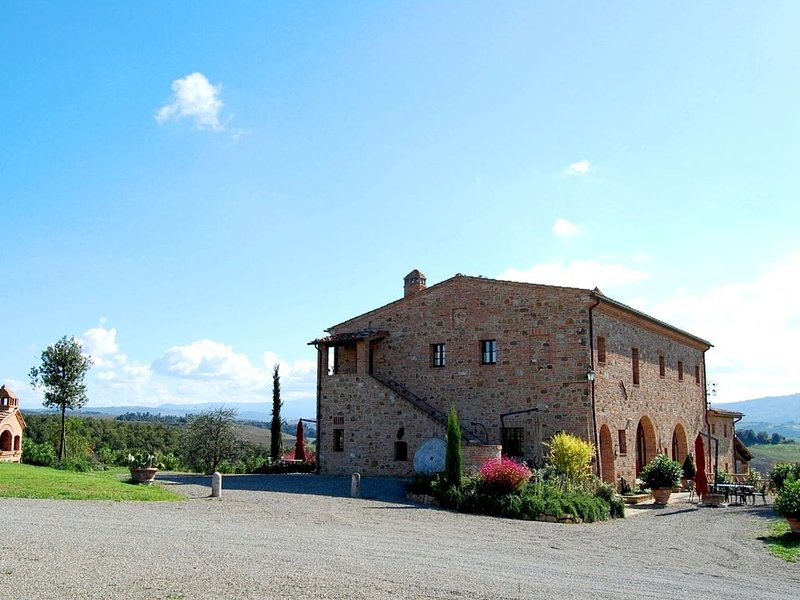 FARMH.PODERE CUNINA 25 KM SOUTH  SIENA IN FRONT  MONTALCINO TAKING COOKING CLAS, vacation rental in Vergelle