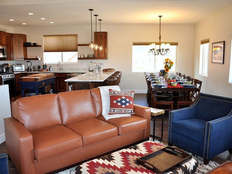 Inviting Refuge 4 Bedroom 4 Bath Beautiful Home -  Plenty of Parking, location de vacances à Moab