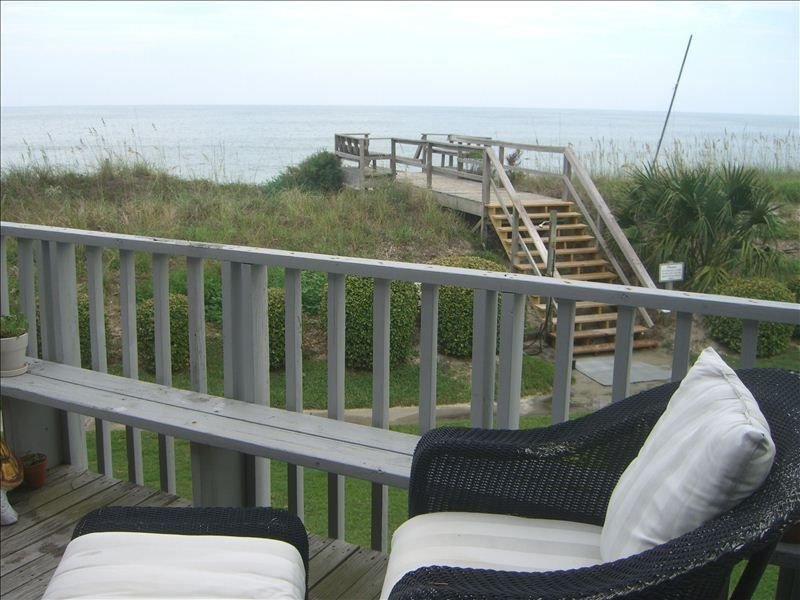 50 Steps to Beach--Beautiful Oceanfront  Tri-Level Townhouse, aluguéis de temporada em Litchfield Beach