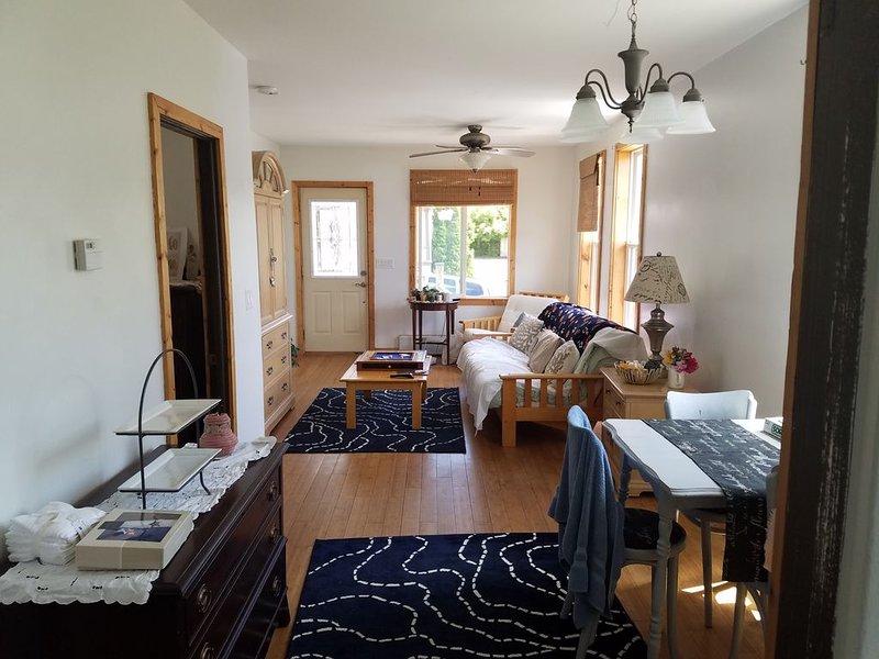 CLEAN, Comfortable, Cute 2 bedrm home - Heart of Marquette!, alquiler de vacaciones en Marquette