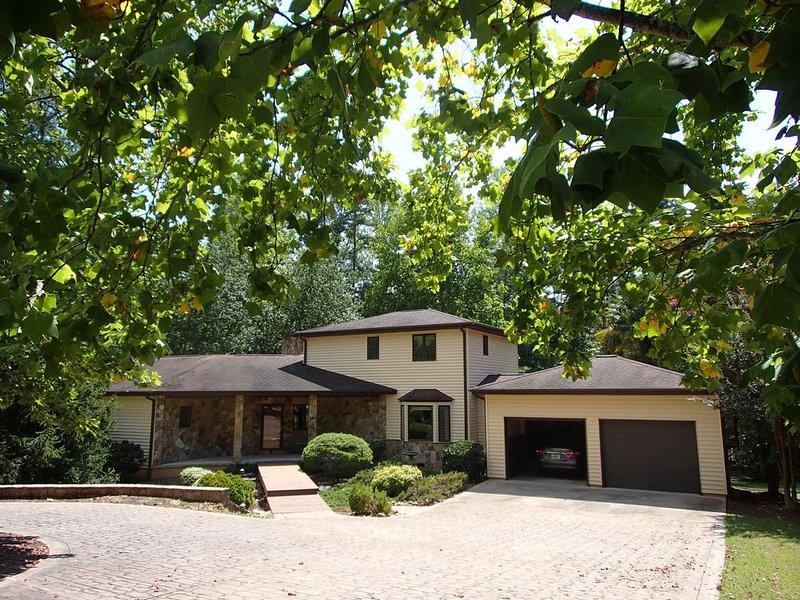 Charming home on Lake Hartwell, alquiler de vacaciones en Anderson