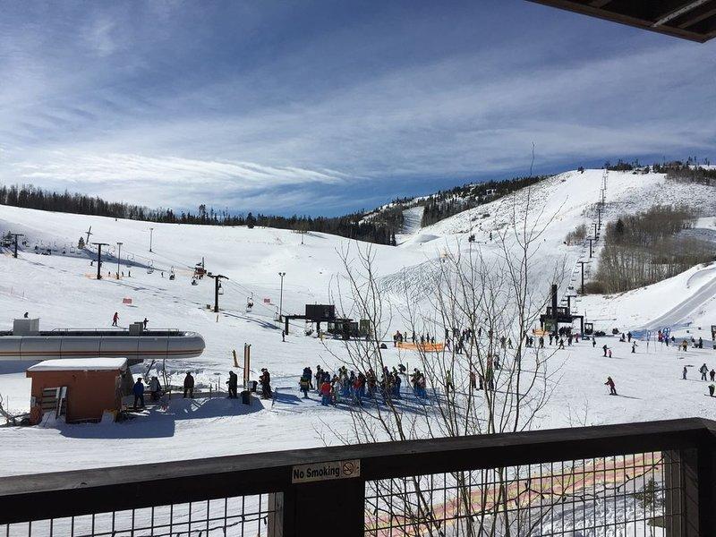 Ski-In, Ski-Out 3BR 3BA Slopeside, Corner Unit 4th Floor, New Owner, casa vacanza a Granby