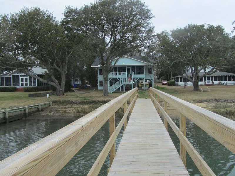 'Tranquility' Old Creek Front Home. NEW DOCK on DEEP WATER., location de vacances à Murrells Inlet