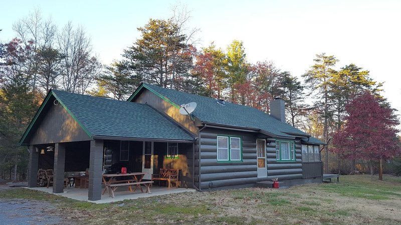 Pine Cone Cabin at Fort Valley, holiday rental in Bentonville
