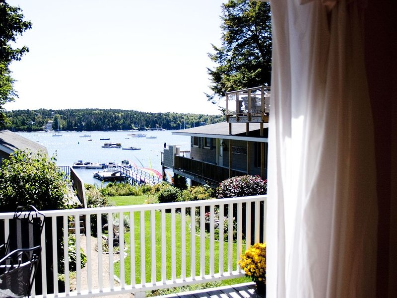 Walk to Town! Spacious Family Retreat on the Water with Kayaks, Beautiful Dock, vacation rental in Seal Harbor