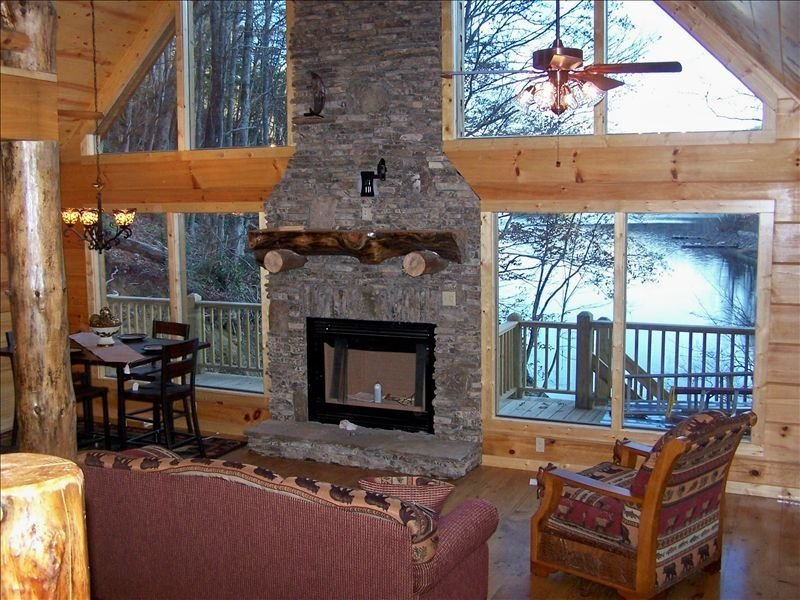 Lake Nantahala - Steps from Lake and an Awesome Theatre Room, holiday rental in Topton