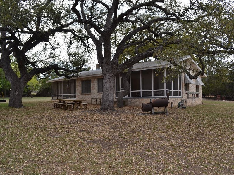 Guadalupe riverfront wooded Hill Country acreage located in Downtown Hunt, TX, holiday rental in Ingram