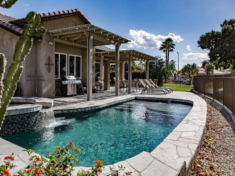 Stunning Pool/ Golf Course Home across from Empire Concert & Polo Grounds, alquiler de vacaciones en Indio