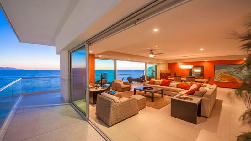 Stunning 4 Bedroom Condo with Spectacular Ocean Views, vacation rental in Puerto Vallarta