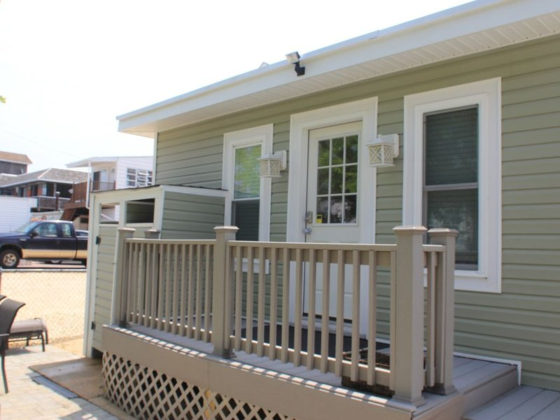 4 HOUSES TO BEACH 3 BR,1 BATH, BEACH BDG, SUPER, CLEAN ON 1 LEVEL, NICE BACKYARD, alquiler de vacaciones en Seaside Park