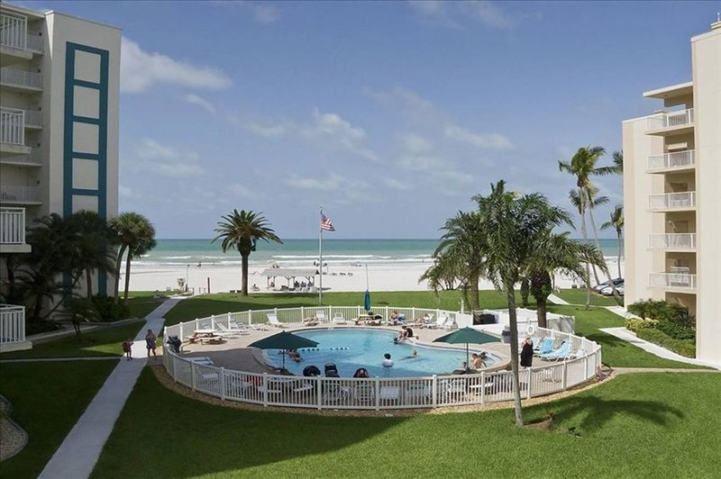 Gulf-Side Beautiful  Condo with Pool Overlooking the Gulf!, holiday rental in Sarasota