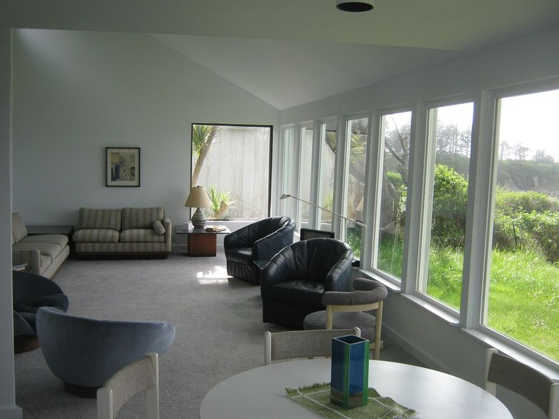 Lighthouse Way Ocean View Home, holiday rental in North Bend