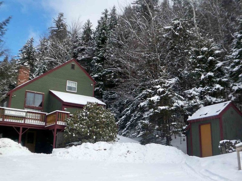 Authentic Vermont Ski House - 4 bedroom/3 bath- 1.5 miles to Mt. Snow, holiday rental in South Newfane