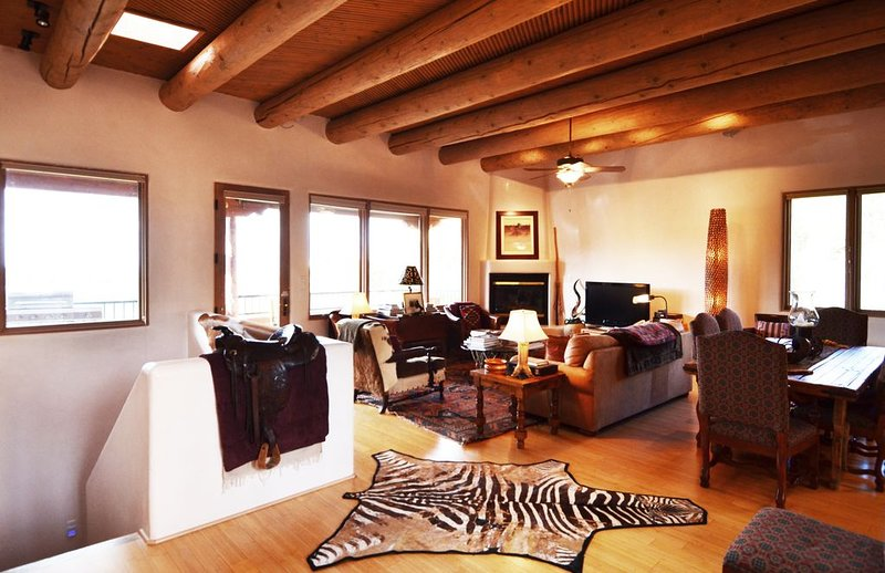 Incredible!! --Location, Luxury, Art, & Views!!--, holiday rental in Santa Fe