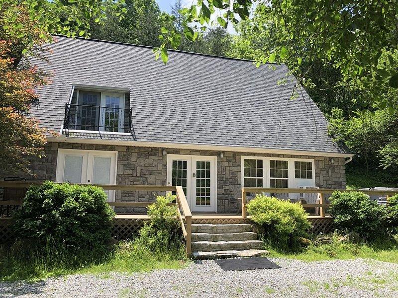 Quiet Hocking Hills Vacation Retreat, holiday rental in Sugar Grove