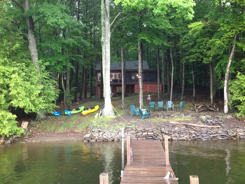 Lakefront Cottage In Lakeland Colony Directly On Lake Wallenpaupack, location de vacances à Lakeville