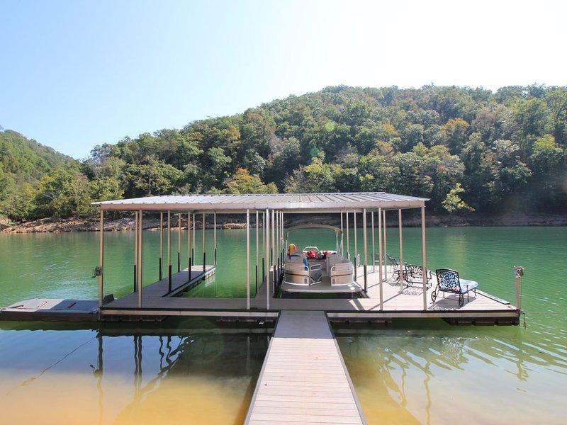 'Blue Water Lodge' Jump'n Bridge, billiards, hot tub, dock, community pool, vacation rental in La Follette