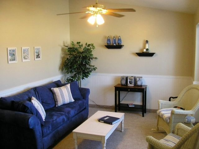 The Lake House    Walk to Town and Lake    Great Family Home with WiFi, vacation rental in Garden City