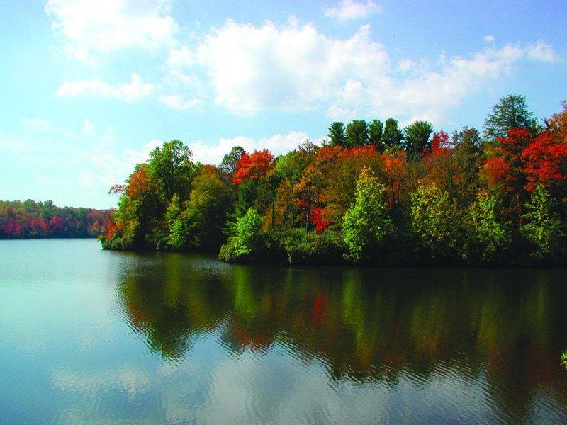 à proximité du lac Price - Randonnée facile sur 2 miles et location de canoë / bateau