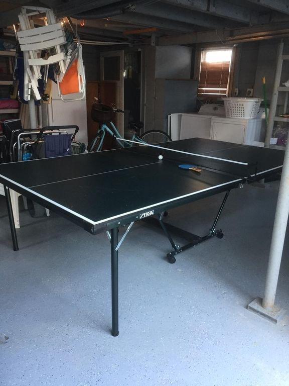 Ping-pong, jeux et vélos dans le garage