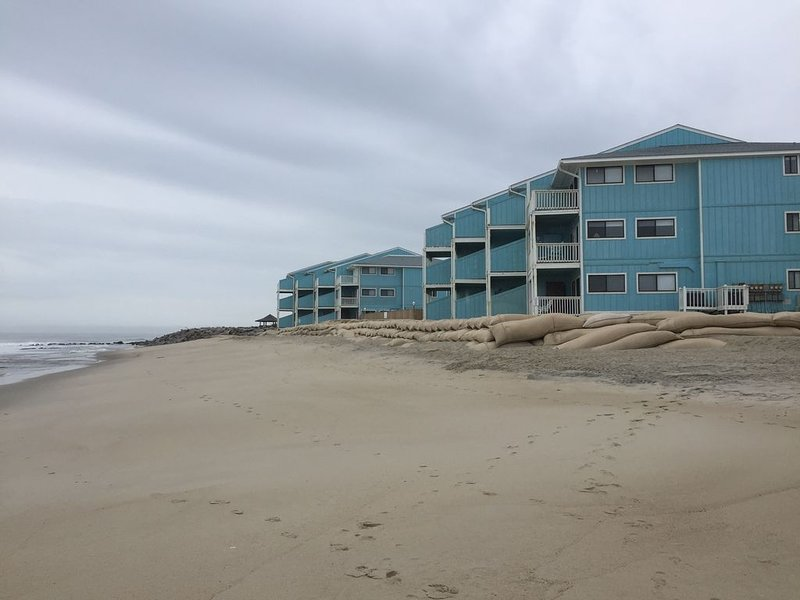 Pleasure Island Paradise - closest rental to the beach you will find, vacation rental in Kure Beach