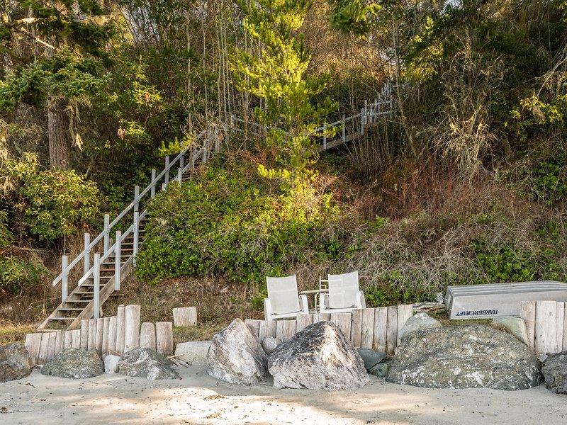 Escalier privé de la plage jusqu'à la propriété.