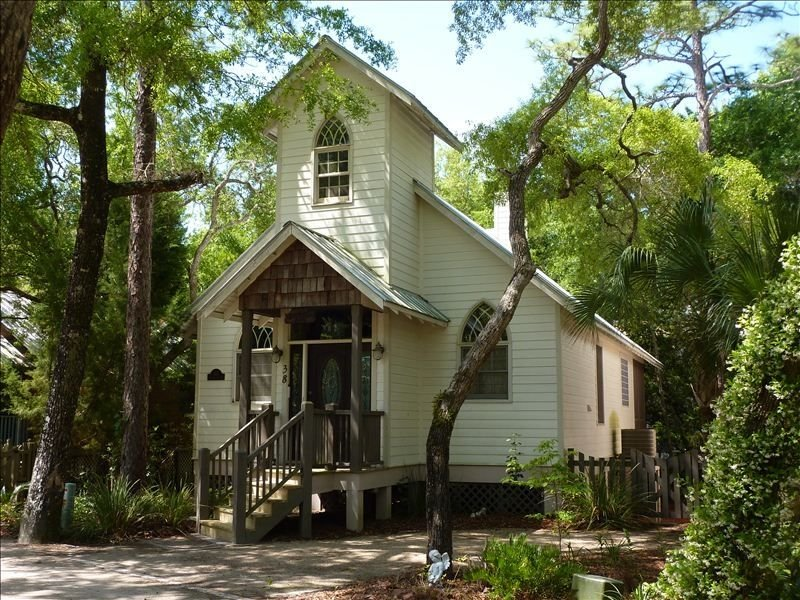 3rd NIGHT FREE!!  Romantic Angels' Attic  - Creekside - Pool - River Access, holiday rental in Steinhatchee