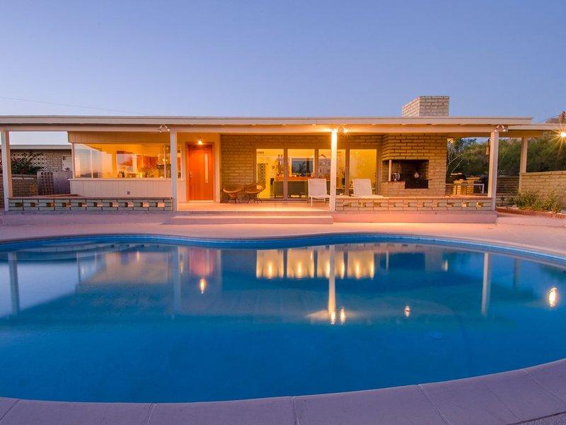 Mid-Century Style in Tucson's historic foothills, alquiler de vacaciones en Casas Adobes