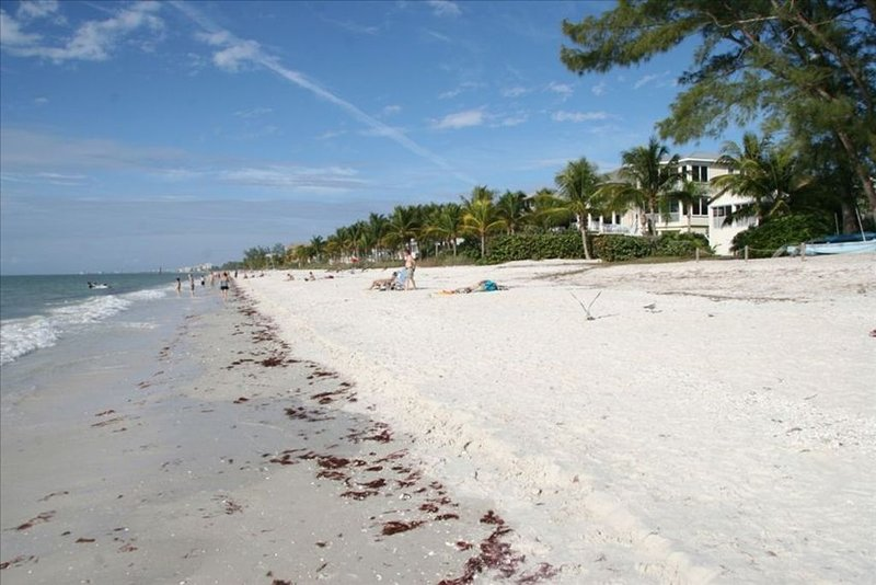 Spacious Vacation Home, Walk to Beach, Boat Dock, Pool, vacation rental in Bonita Springs