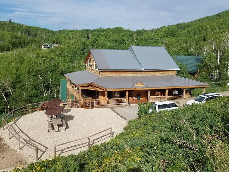 High Mountain Cabin, Spectacular Views, Minutes from Park City + Bunk House, holiday rental in Park City