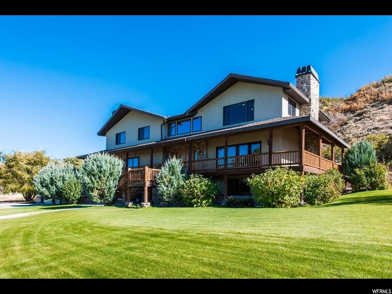 8k sf Luxury Private Ranch, 40 Acres, Fire Pit, Hot Tub, Weddings & Reunions, holiday rental in Heber City