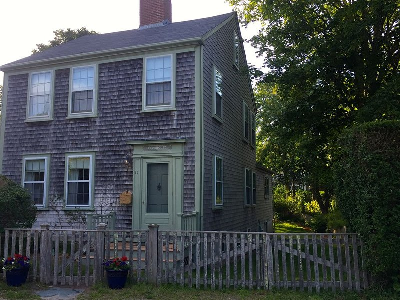 Charming, quiet, historic in-town Nantucket home, vacation rental in Siasconset