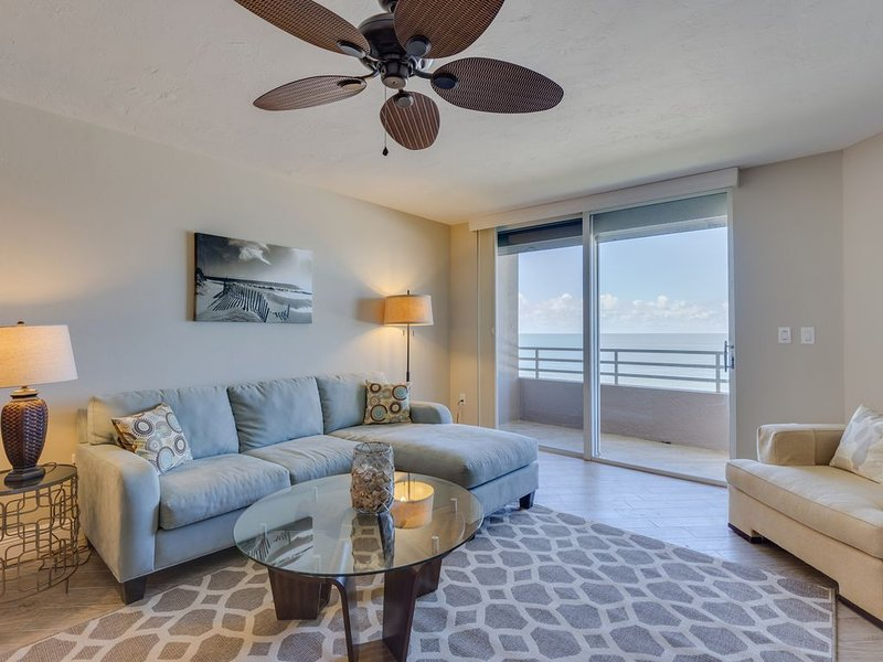 Remodeled - Luxurious Direct Beachfront Somerset Condo-with Den sleeping area, vacation rental in Goodland