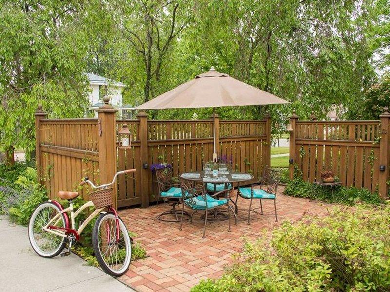 Party Terrasse ideal für Mahlzeiten oder Cocktails am Ende des Tages.