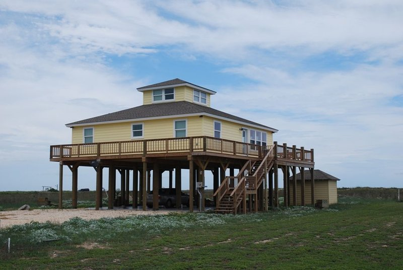 Pelican Point - Just Steps From The Beach., location de vacances à Matagorda
