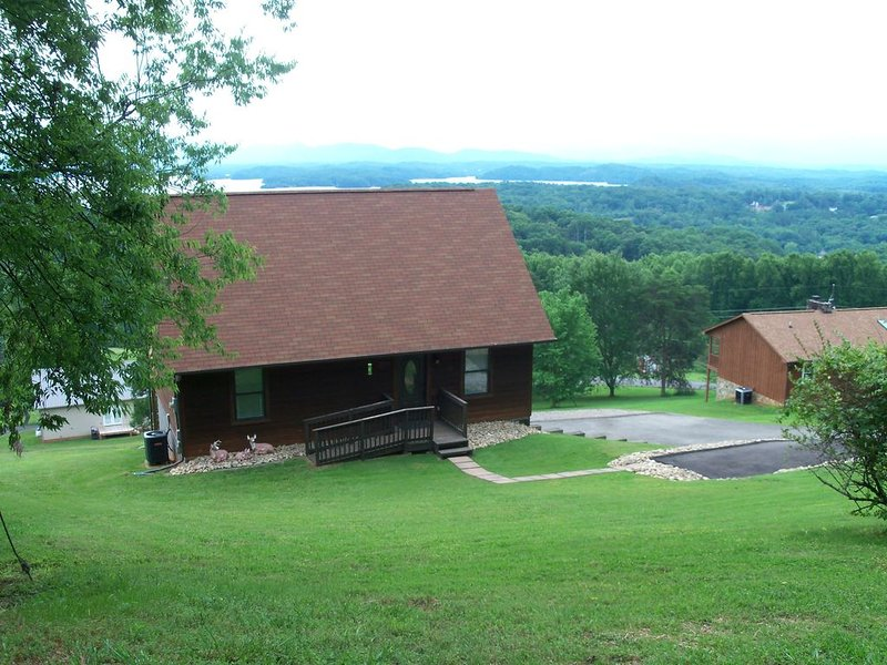 BEST VIEW OF DOUGLAS LAKE AND THE SMOKY MOUNTAINS, holiday rental in Jefferson City