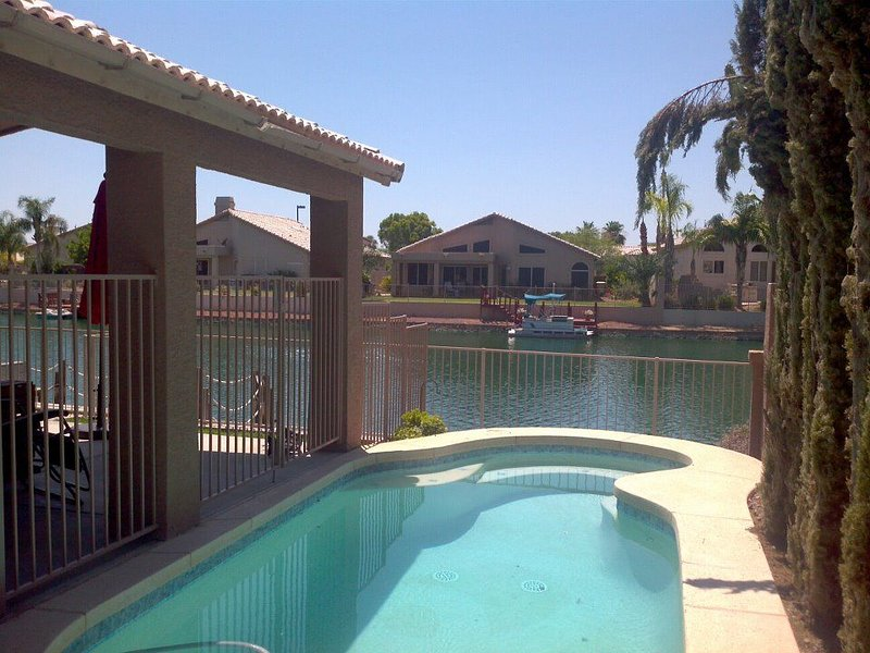 Beautiful Glendale Home, 3BR/2BA - Lakefront w/ Private Pool, vacation rental in Glendale
