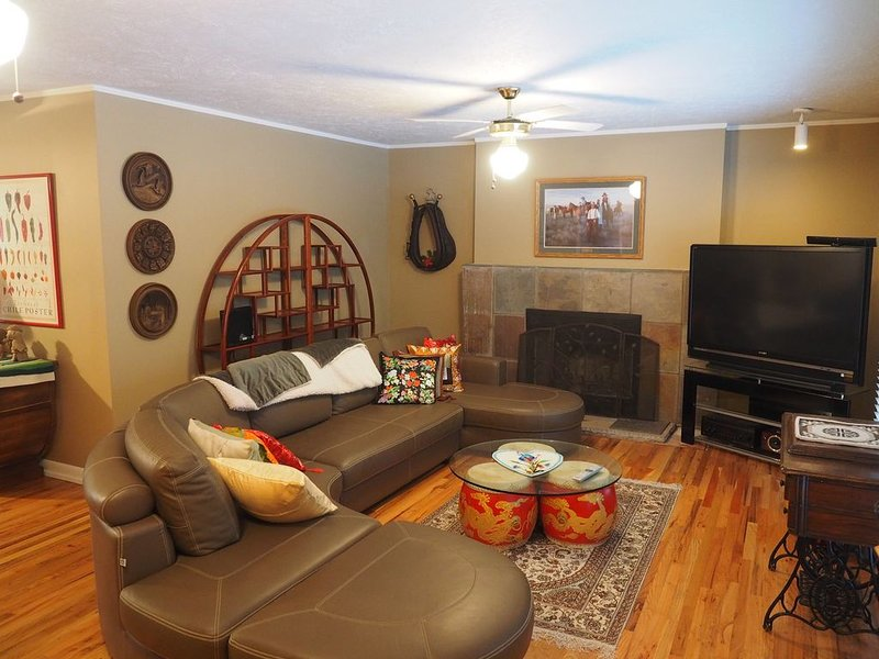 Comfy Home w/ outdoor patio minutes from Cottonwood canyons and the slopes, location de vacances à Holladay