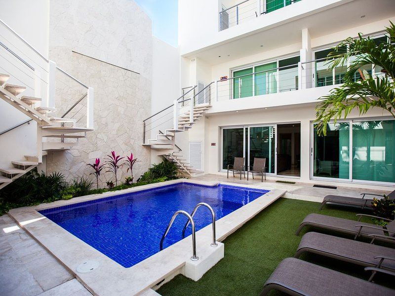Downtown Brand new luxury 1 bedroom condo in the heart of Isla Mujeres!, holiday rental in Playa Mujeres