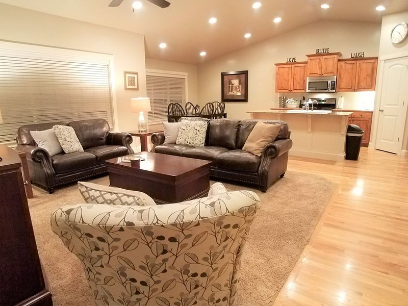 Paramount ~ One Story Patio Home. Minutes from Parks, Golf,  Shopping, more.., vacation rental in Meridian