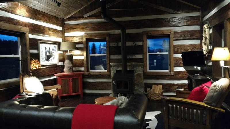 Rustic Lodge Style Cabin located in the Beautiful Flathead Valley, aluguéis de temporada em Whitefish