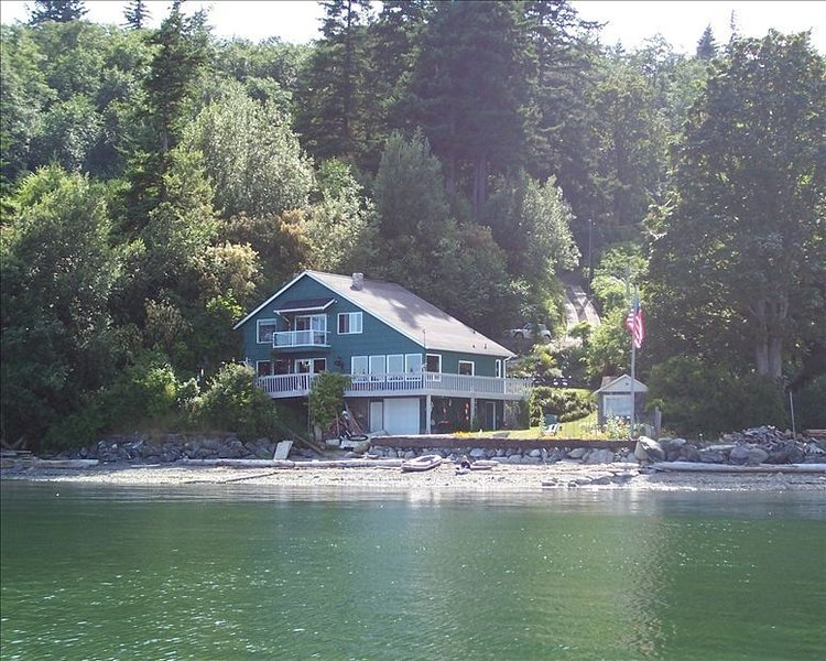 Private Beach Home at Water's Edge--Enjoy!, holiday rental in San Juan Islands