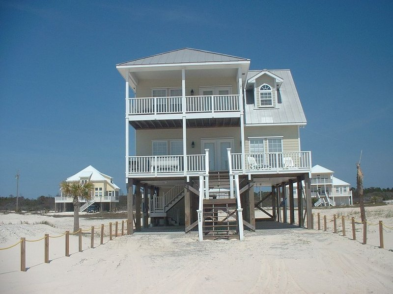 Beautiful 2 Story Beach House In Fort Morgan Area, holiday rental in Gulf Shores